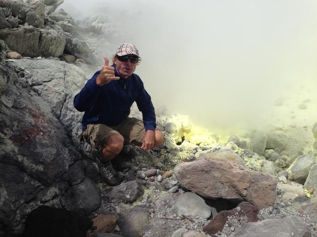Cratère Sud au sommet du massif du Volcan volcan la Soufrière en Guadeloupe: Fumerolles